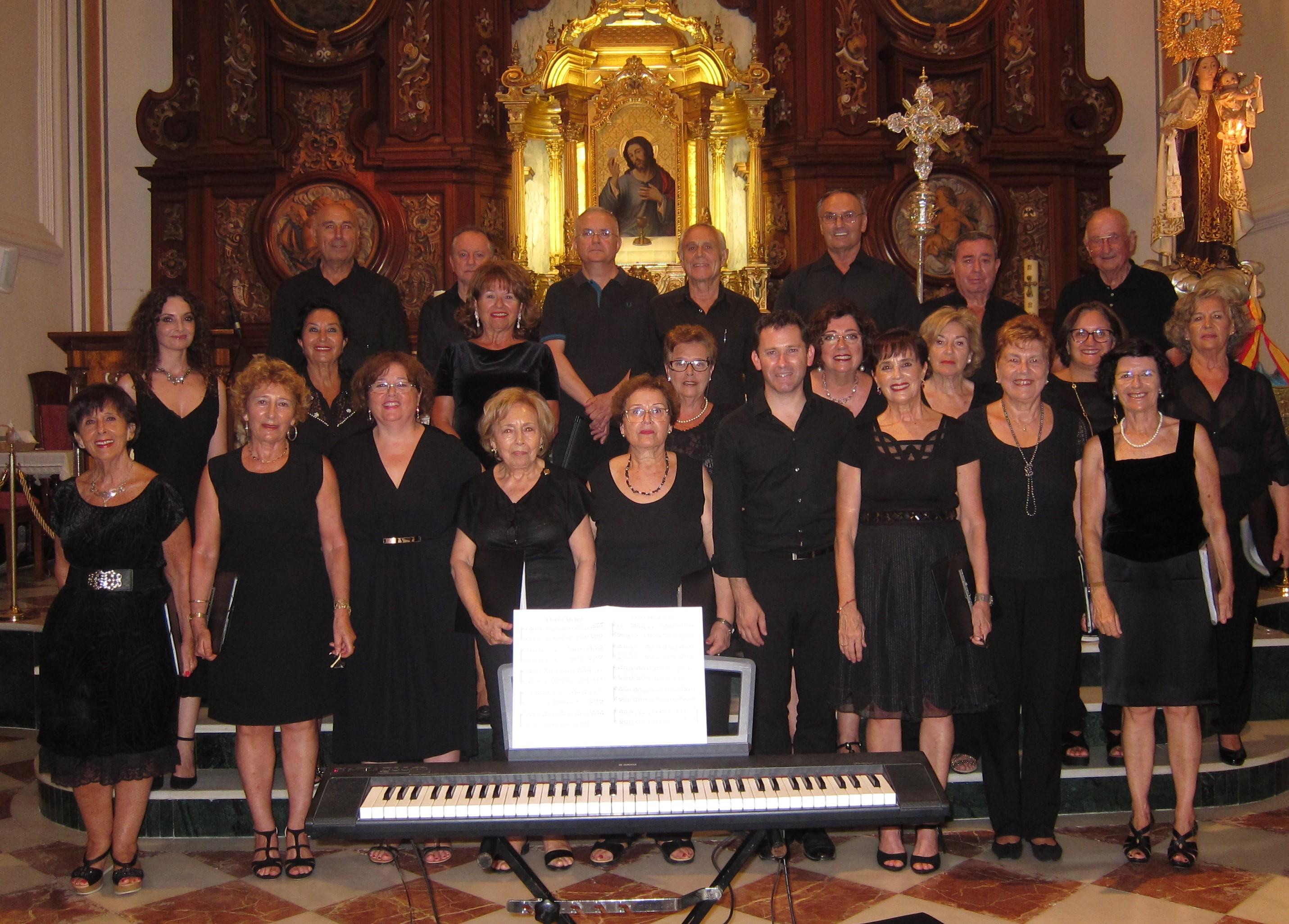 7 Con el coro y el director Luis Seguí (2017)