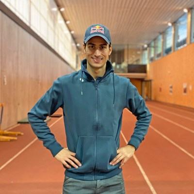 Mario Mola - Triatlón . Entrevista al triatleta Calvianer en la pista de atletismo de Magaluf