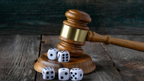 """ierse-pub-eigenaar-beboet-over-illegaal-gokken-als-hij-kan-gevonden worden """"width ="""" 500 """"height ="""" 282 """"srcset ="""" https://calvinayre.com/uploads/2020/02 /irish-pub-owner-fined-over-illegal-gambling-if-he-can-be-found.jpg 500w, https://calvinayre.com/uploads/2020/02/irish-pub-owner-fined- over-illegaal-gokken-als-hij-kan-worden-gevonden-300x169.jpg 300w """"sizes ="""" (max-width: 500px) 100vw, 500px """"/></noscript data-recalc-dims="""