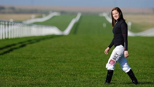 "mansionbet-kondigt-hayley-turner-as-racing-brand-ambassador aan ""width ="" 500 ""height ="" 282 ""srcset ="" https://calvinayre.com/uploads/2020/02/mansionbet-announce-hayley-turner -as-racing-brand-ambassador.jpg 500w, https://calvinayre.com/uploads/2020/02/mansionbet-announce-hayley-turner-as-racing-brand-ambassador-300x169.jpg 300w ""sizes ="" (max. breedte: 500 px) 100 vw, 500 px ""/></noscript data-recalc-dims="