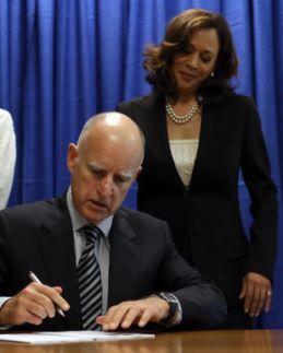 Kamala+Harris+Governor+Brown+Signs+California+lMtfUp4NkC3l