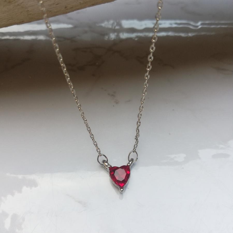 Collier Acier Argenté Pendentif Coeur Cristal Rouge