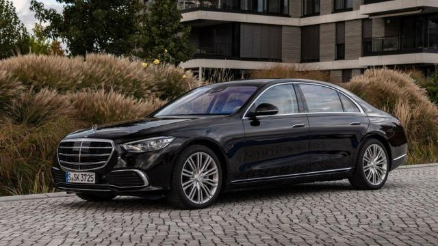 MERCEDES CLASE C 2021 LATERAL