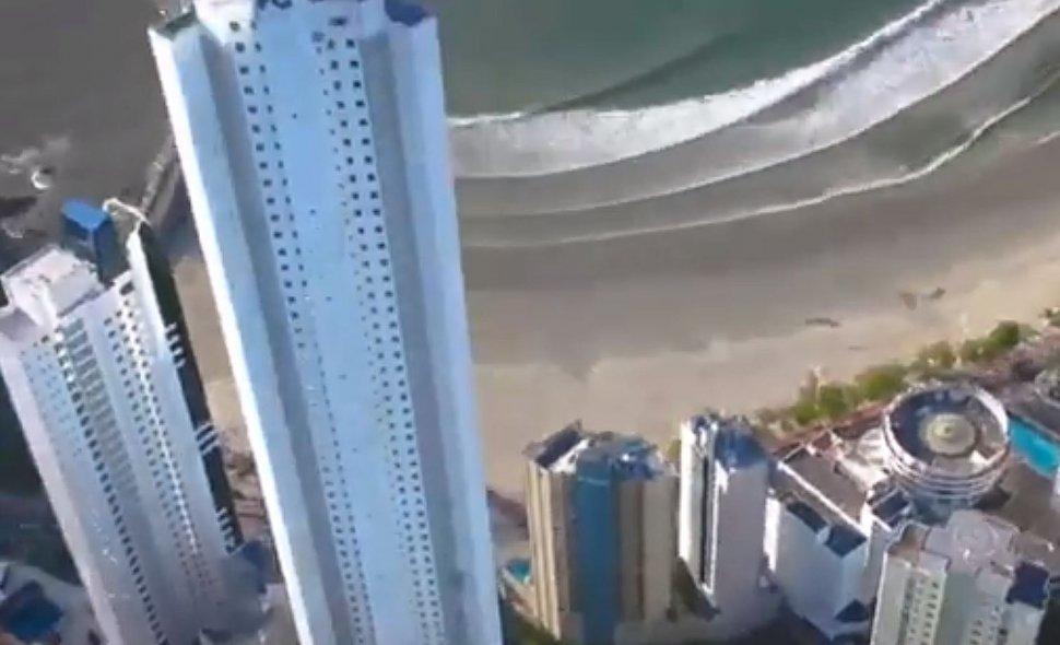 Balneário Camboriú registra o maior içamento do país no maior prédio residencial do Brasil
