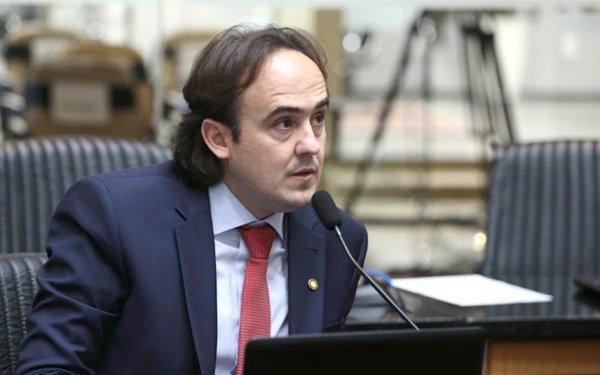 Carlos Humberto cobra na Alesc a retomada da educação infantil particular e dos eventos em SC