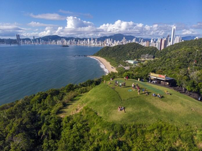 Morro do Careca: limite entre Balneário e Itajaí com bela vista da região