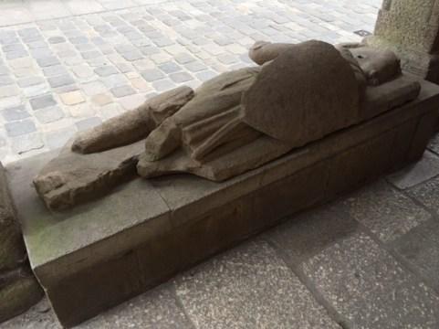 Le gisant de la maison des sculpteurs