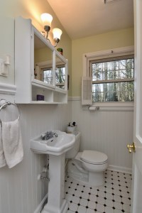 750 Magnolia St view of bathroom