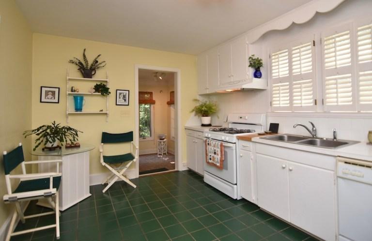 933 Kearns Ave, Buena Vista, WS kitchen