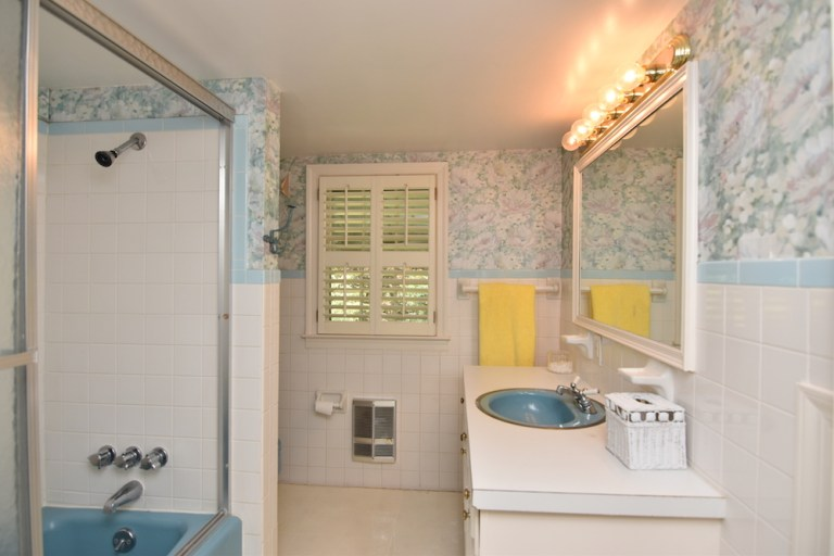 933 Kearns Ave, Buena Vista, WS upstairs bath