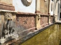 Golden Pipes Fountain Baza