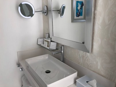 Lanis Suites Bathroom