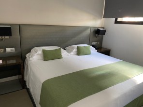 La Isla y El Mar classic suite 705 bedroom
