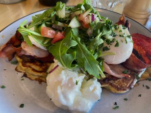 Corn fritters with poached egg & bacon