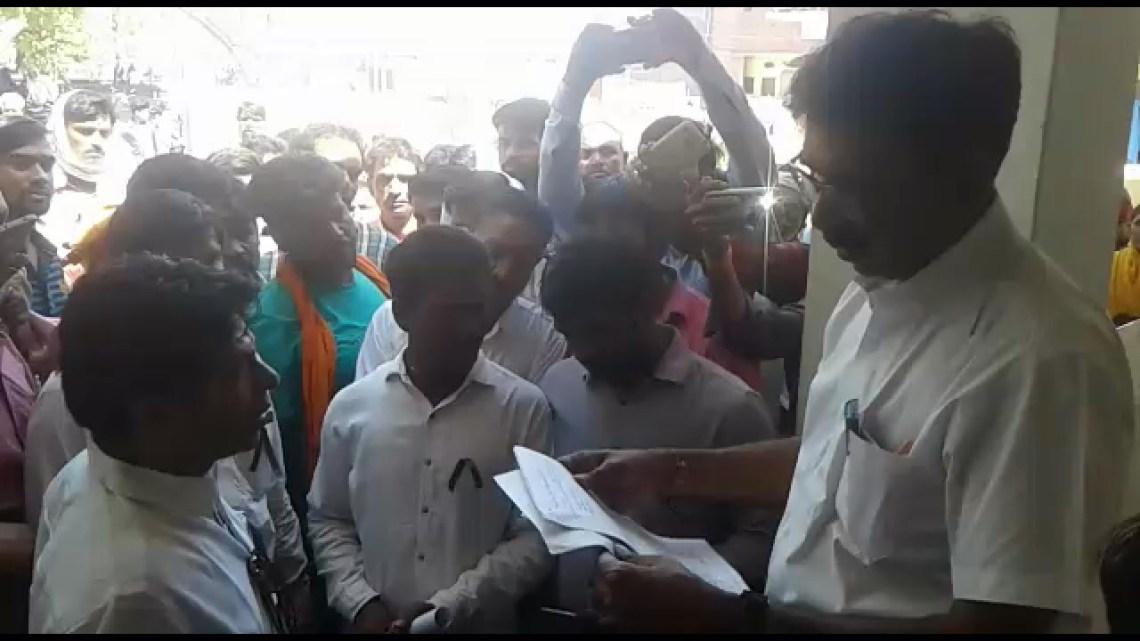 चांचैड़ा नगर पालिका अधिकारी ने लोगों के खिलाफ की FIR