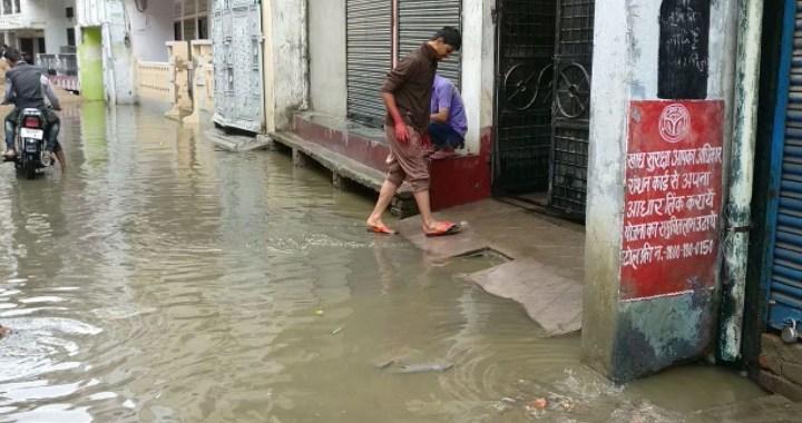 लखनऊ में बारिश के कारण कई इलाकों में हुआ जलभराव