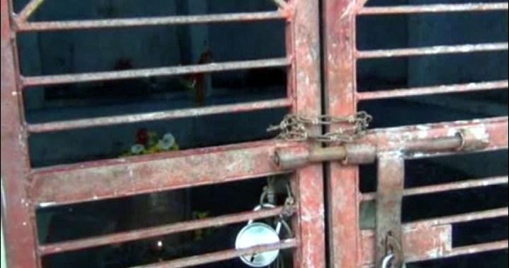 ग्रामीण ने खुद को किया मंदिर में बंद, बोला CM को बुलाओ तब निकलूंगा बाहर