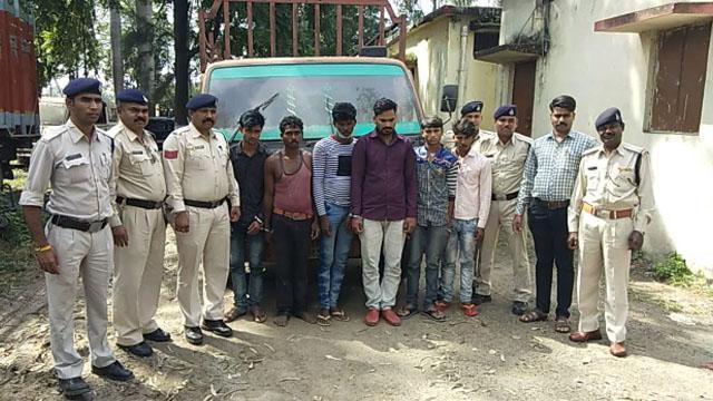 पीथमपुर में प्लास्टिक दाना चोरी करने वाले 6 आरोपी गिरफ्तार