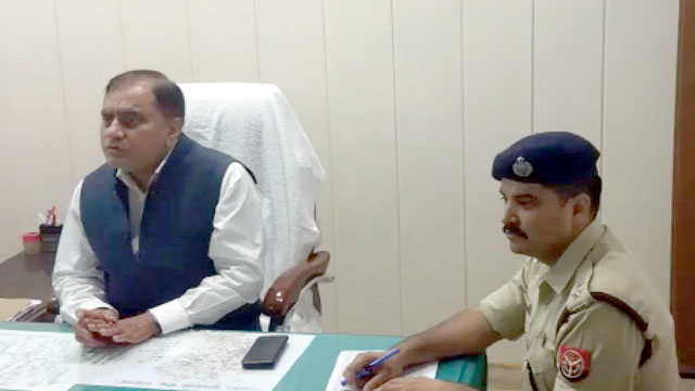 लखनऊ डीजीपी ओपी सिंह पुलिस मीटिंग के दौरान पहुंचे