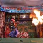 रामलीला मंचन के दौरान आग से झुलसा कलाकर
