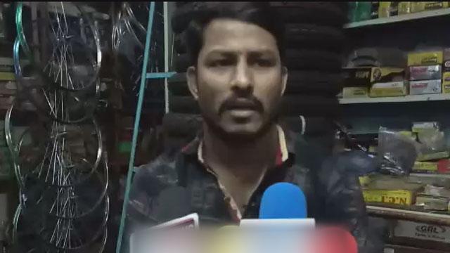 लखनादौन में दुकान के सामने हाथ ठेले खड़े होने से व्यापारी आक्रोशित