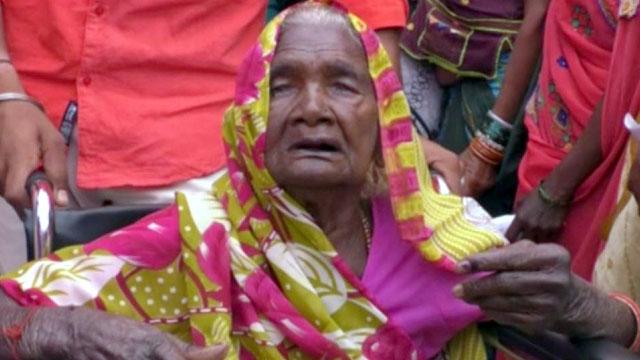 104 वर्ष की माहोबाई ने किया मतदान, नेपानगर के बदनापुर की है निवासी