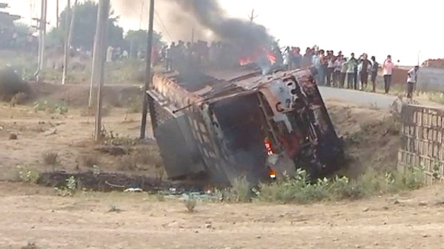 Villagers set fire in bus