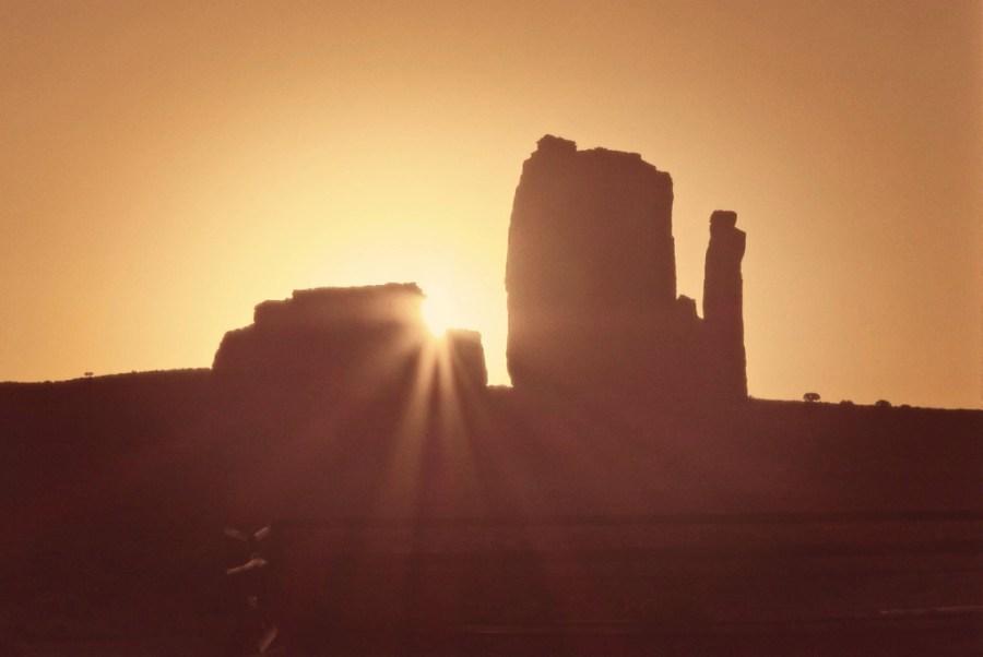 Mitten Butte Monument valley sunrise