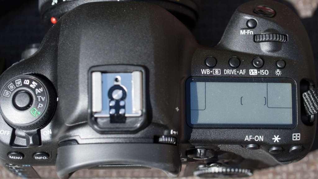 Canon 5D Mark IV top