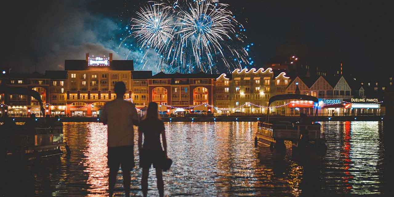 How to photograph fireworks in single or multiple bursts