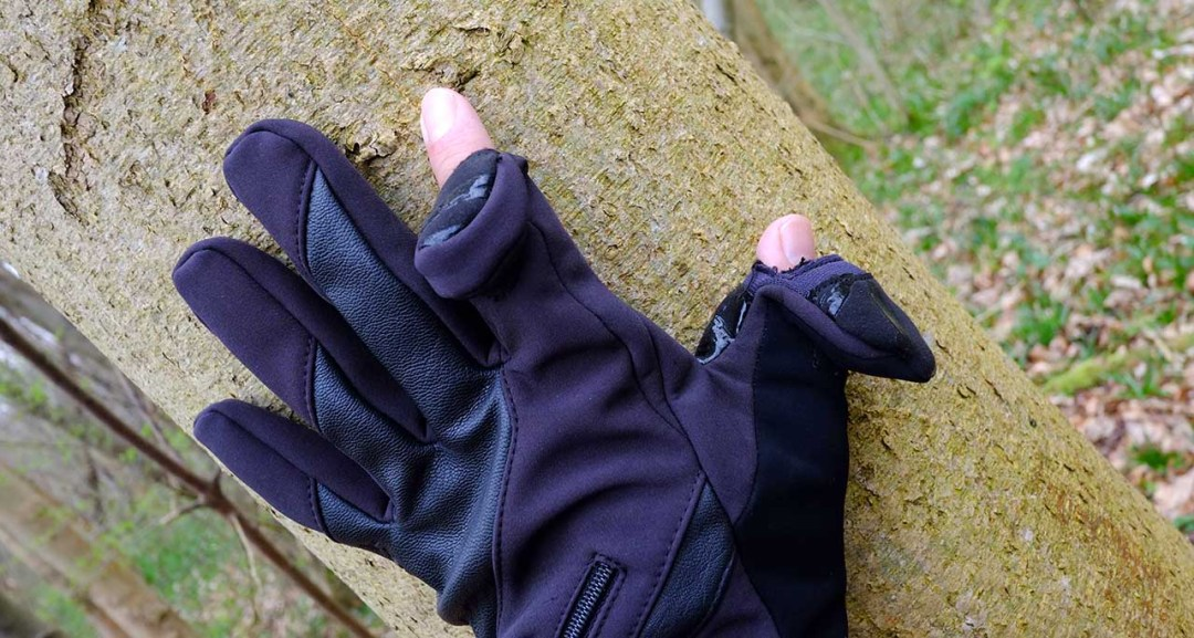 Vallerret Markhof Pro Model photography gloves in use