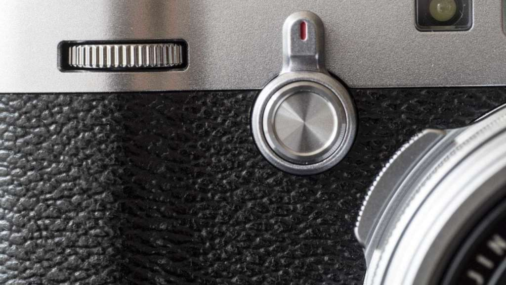 Fuji X100F review viewfinder switch