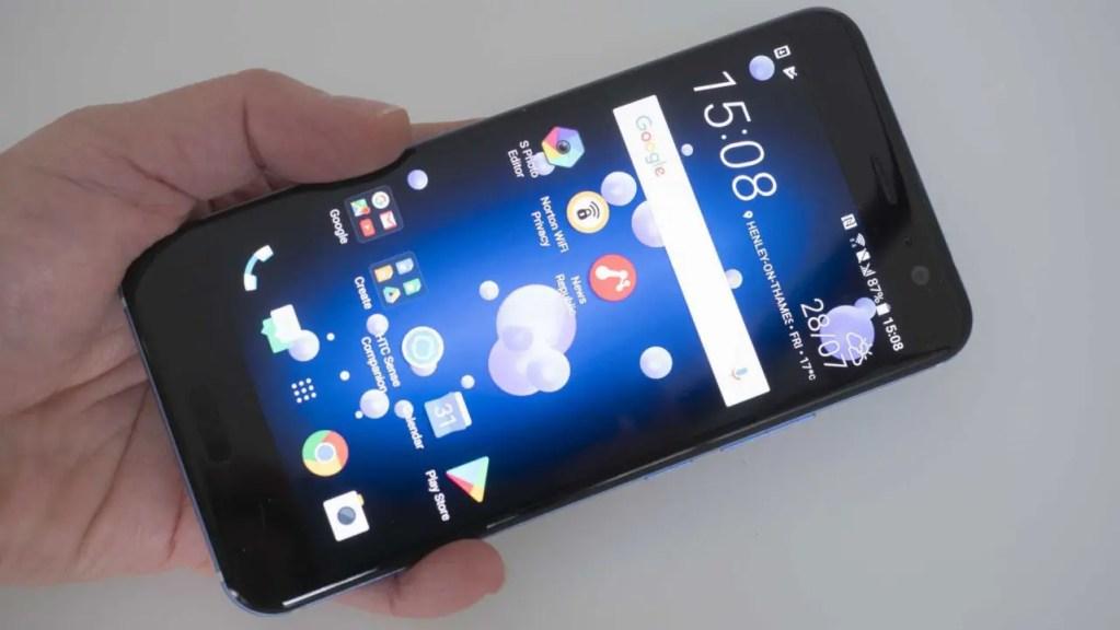 HTC U11 Camera Review - in the hand