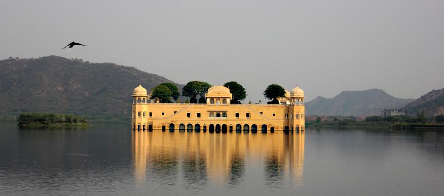 Дворец Джал-Махал в Индии