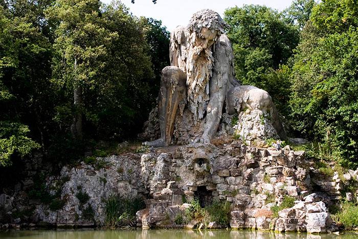 У этой гигантской скульптуры 16-го века есть секрет – внутри неё скрыты несколько помещений
