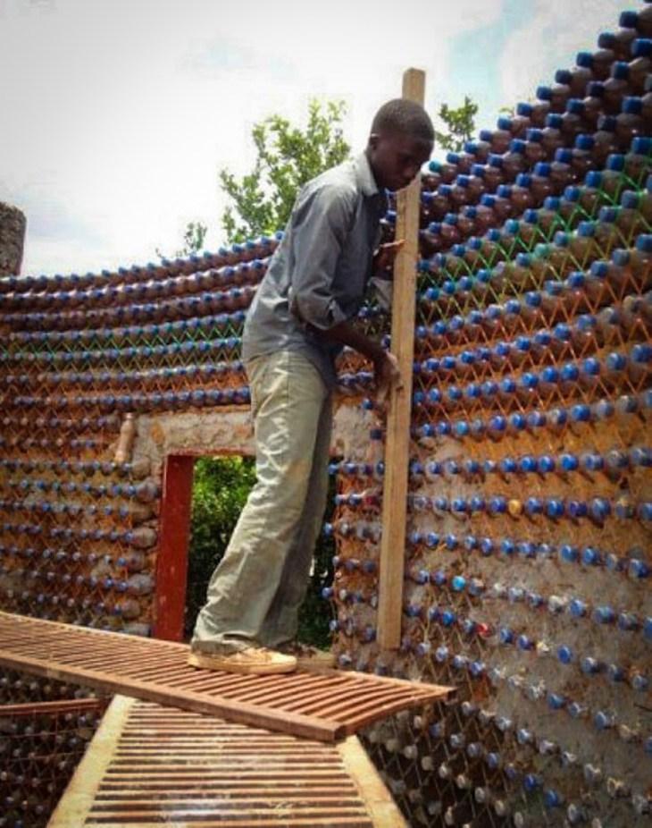 ekologicheskie doma iz plastikovyh butylok 4