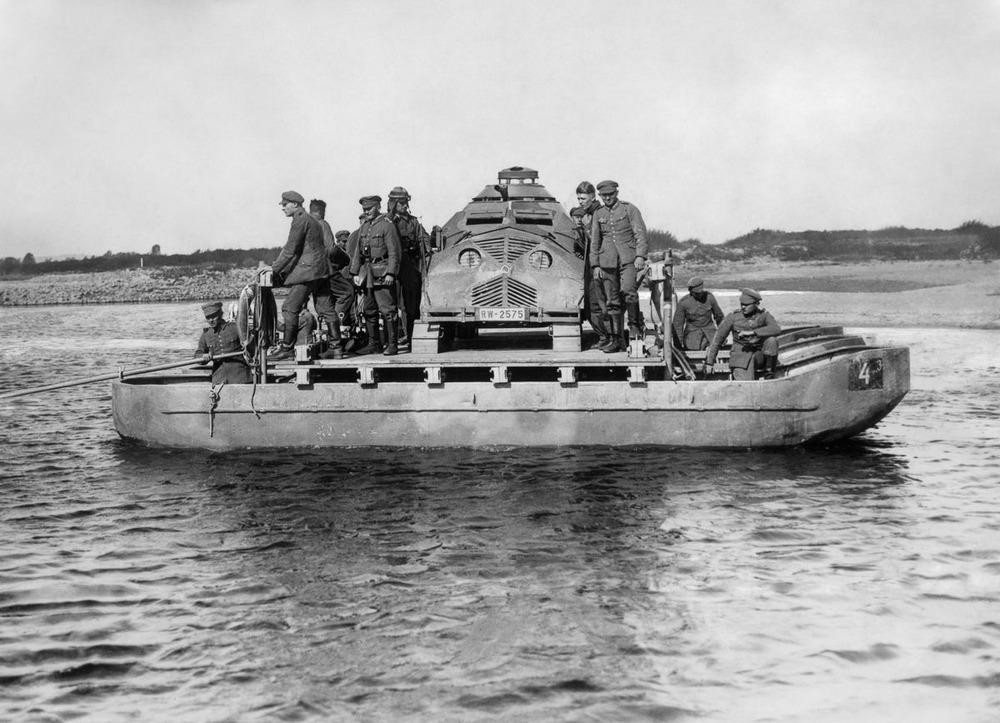 Резиновые танки: как хитрили на войне с не очень тяжёлой техникой. Фотографии 1918-1954 годов 10