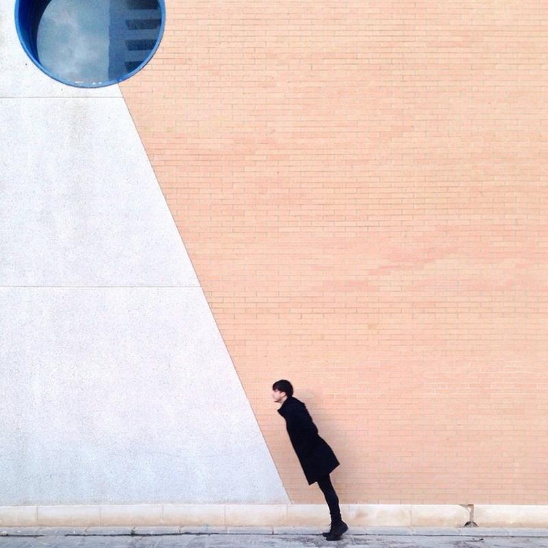 Дуэт фотографов путешествует по миру и снимает креативные архитектурные портреты  1