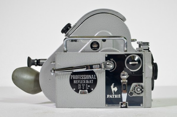 Pathe Professional reflex 16 AT with leather case