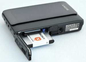 Sony DSC-TX5 Manual (opened battery slot)