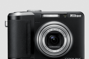 Nikon CoolPix P60 Manual-camera front face