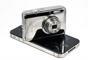 Nikon CoolPix S02 Manual - smaller compared to smartphone