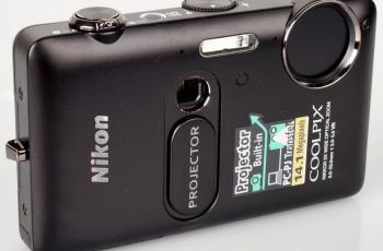 Nikon CoolPix S1200pj Manual - camera front face