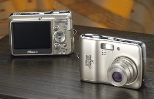 Nikon CoolPix L6 Manual - camera front and back side