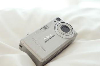 Nikon CoolPix 3700 Manual-camera front side