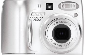 Nikon CoolPix 7600 Manual-camera front face