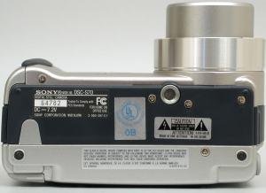 Sony DSC S70 Manual - camera bottom plate