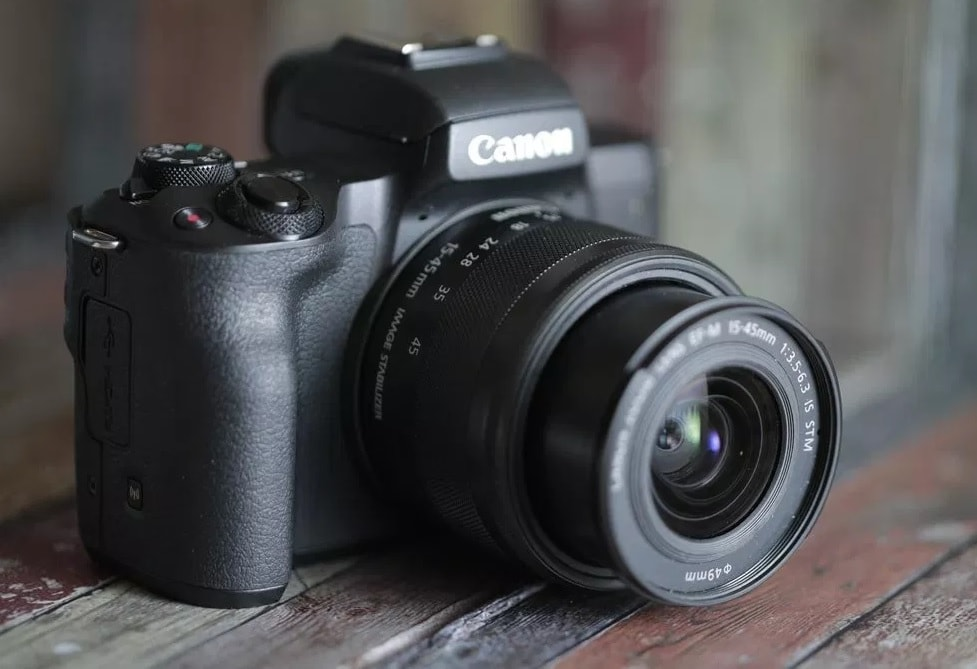 Canon EOS M5: First Mirrorless with Viewfinder 1
