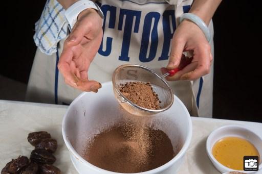 Chocolate Covered Peanut Butter Stuffed Medjool Dates 02-12-2016 (LQ) (4 of 12)