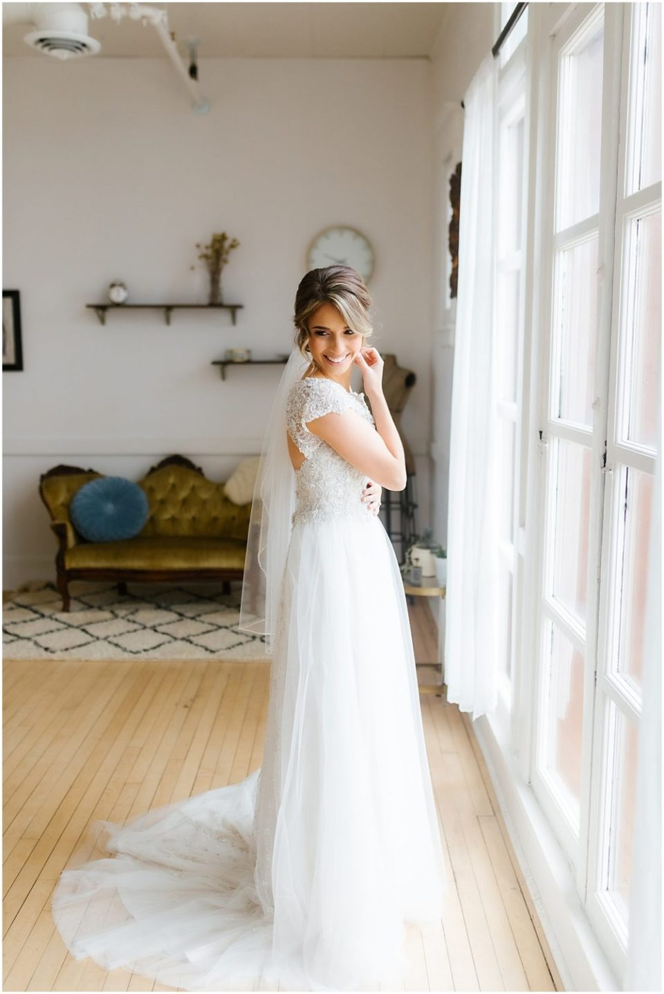 Elegant Capitol Room Wedding by Cameron and Tia Photography bridal suite